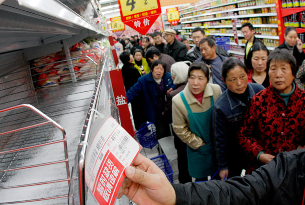 gente-supermercado-china-comprando-sal-yodo-radiacion-nuclear